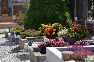 Gräber auf einem Friedhof © Elektronik Printing